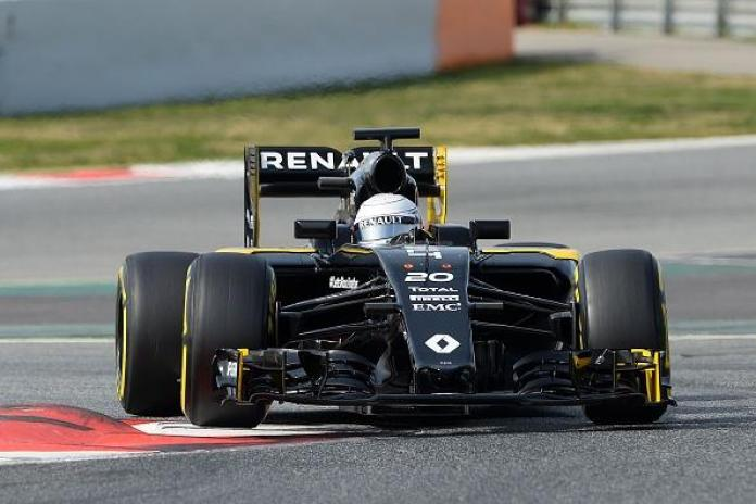 Renault Sport F1 Team's Danish driver Kevin Magnussen drives at the Circuit de Catalunya on February 24, 2016 in Montmelo on the outskirts of Barcelona on the third test day of the Formula One Grand Prix season. / AFP / JOSEP LAGO (Photo credit should read JOSEP LAGO/AFP/Getty Images)