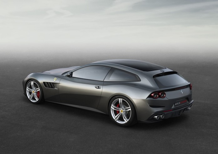 Ferrari_GTC4Lusso_side_r_high_LR