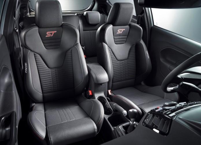 Ford_Fiesta_ST200_06