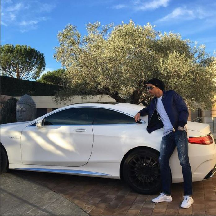 cristiano-ronaldo-currently-drives-a-range-rover-sport-svr-and-s65-amg-coupe_1