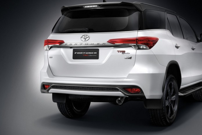 2016 Toyota Fortuner TRD Sportivo 8