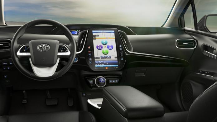 2017_Toyota_Prius_Prime_05