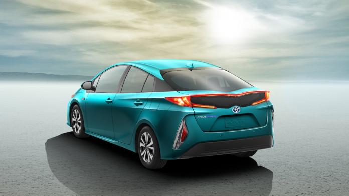 2017_Toyota_Prius_Prime_11