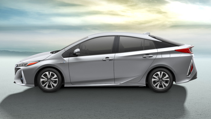 2017_Toyota_Prius_Prime_13