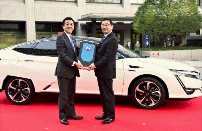 Honda delivers first Clarity Fuel Cell to Japanese Ministry of Economy, Trade and Industry