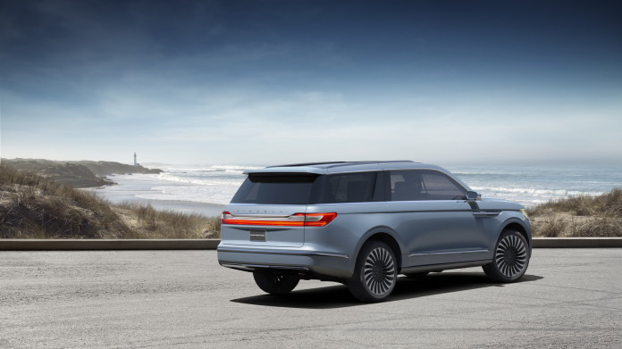 New Navigator Concept features Lincoln's signature full-width tail lamp.