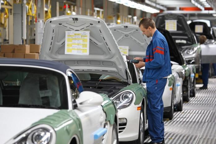 Porsche-Factory employee