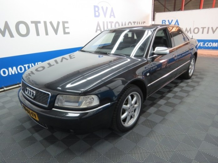 2000_ Audi_S8_11