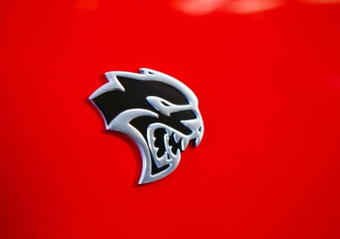 2015-dodge-charger-srt-hellcat-badge