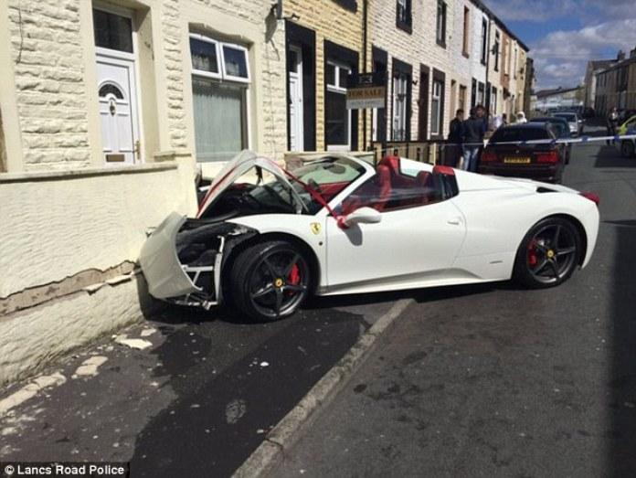 458 spider crash (2)