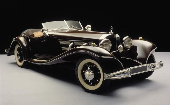 Die luxuriösen und eleganten Typen 500 K und 540 K gehören seit dem Debüt 1934 zu den begehrtesten Cabriolets der Welt und sind bis auf den heutigen Tag hochverehrte Klassiker. Dieser 500 K Spezial-Roadster ist eine frühe Ausführung, bei der die Ersatzräder am Heck noch nicht in die Karosserieform integriert sind. Das Fahrzeug gehört zum Bestand des Mercedes-Benz Museums. Dessen Besucher erklären die ebenso eleganten wie leistungsstarken Kompressorwagen bei Umfragen mit schöner Regelmäßigkeit zu ihren Favoriten.