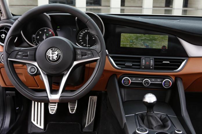 Alfa Romeo Giulia 2016 (35)