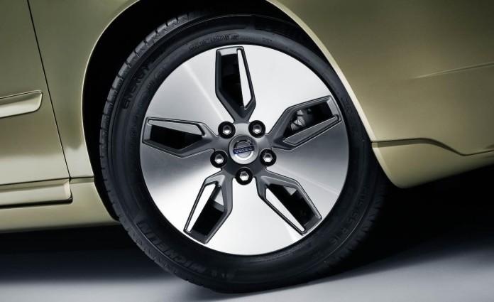 2009-volvo-drive-wheel-photo-228490-s-1280x782