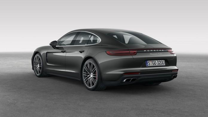 2017_Porsche_Panamera_46