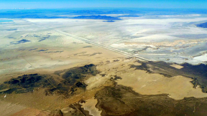 1200px-Bonneville_Salt_Flats_aerial_photo_D_Ramey_Logan
