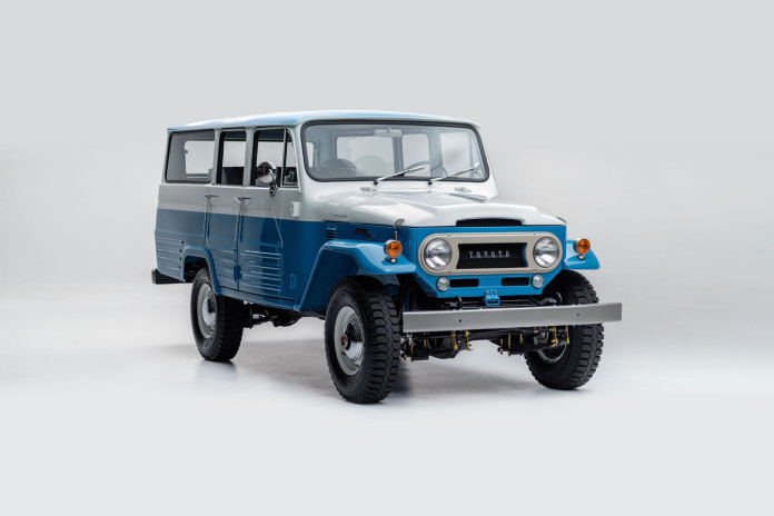 Toyota_Land_Cruiser_ FJ45LV_Capri_Blue_White FJ45