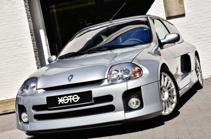 Renault_Clio_V6_for_sale_18