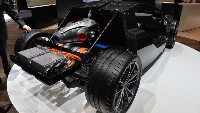 techrules-at96-trev-supercar-concept-debut-in-geneva1 (2)