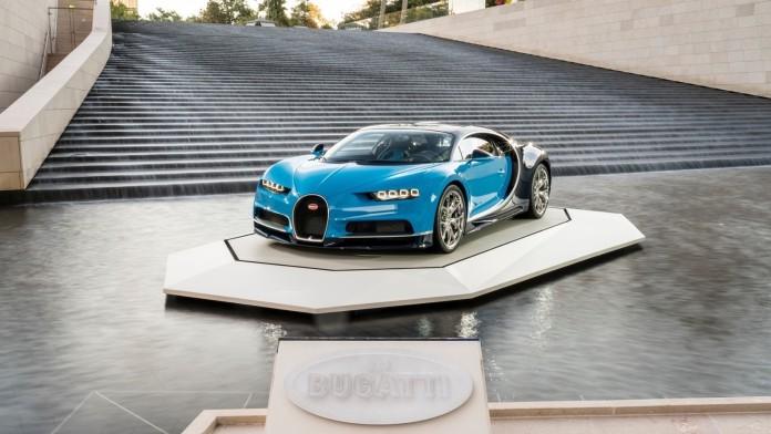 Bugatti_Chiron_at_the_Foundation_Louis_Vuitton_01