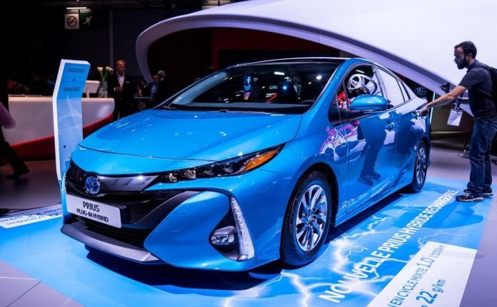 Toyota-Prius-Plugin-0001