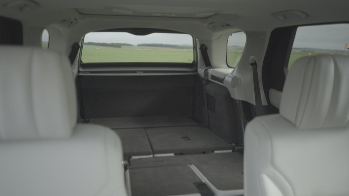 land-rover-discovery-intelligent-seat-fold-function (1)