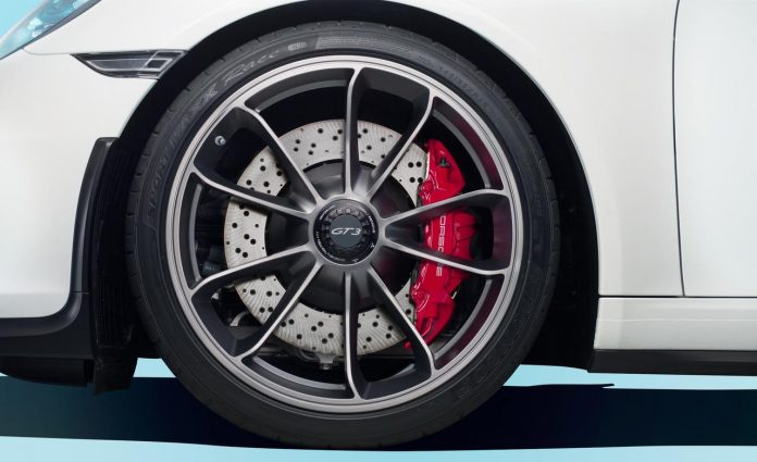2014-porsche-911-gt3-wheel-and-brake-caliper-photo-513241-s-1280x782