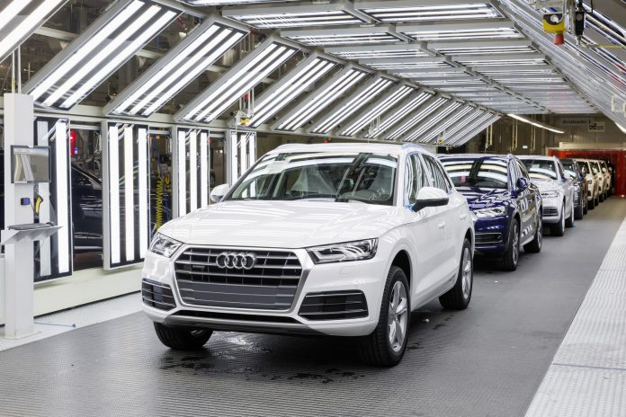 The new Audi Q5 at the finish line in assembly in the Audi plant in San José Chiapa. The plant has an annual production capacity of 150,000 Audi Q5 vehicles.