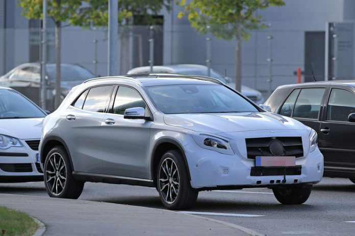 spy_photos_mercedes_gla_facelift_02