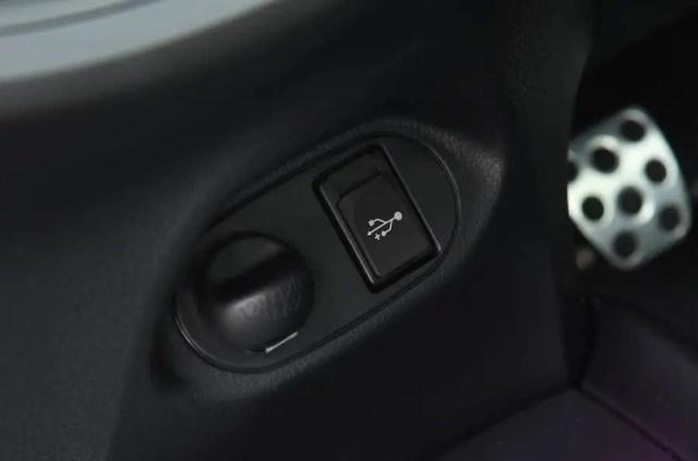 Toyota Yaris GRMN USB port