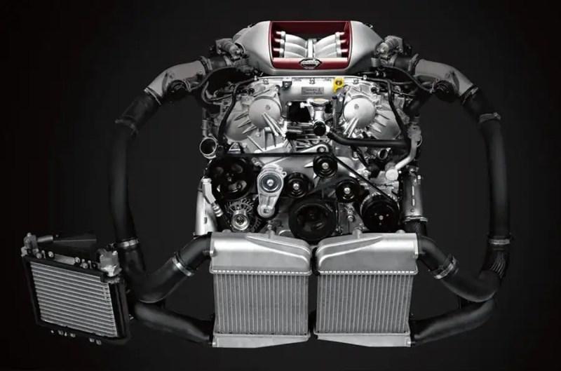 2020 Nissan GT-R - engine
