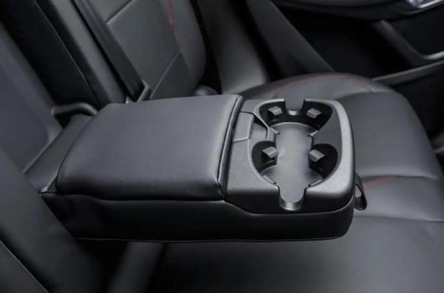 Jaguar E-Pace D180 rear cupholders