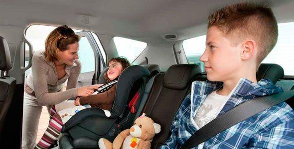 Asiento trasero central del coche, el más seguro para los niños