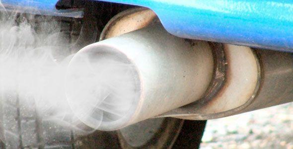 ¿Tu coche echa humo? Dime el color y sabrás la avería