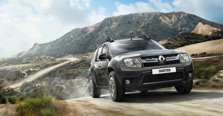 2014 Renault Duster Facelift front three quarters-1