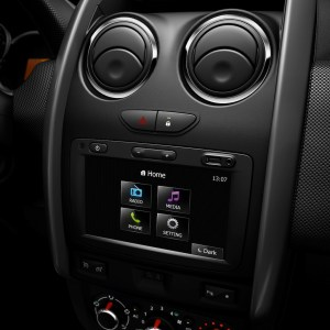 2014 Renault Duster Facelift center console