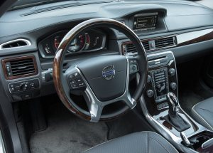 2014 Volvo S80 steering wheel and dashboard