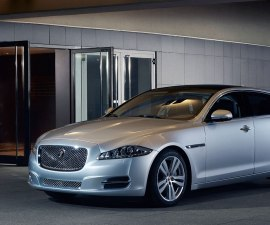 2014 Jaguar XJ front three quarters