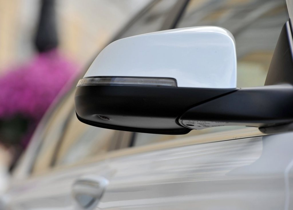 2014 BMW 7 series indicator on wing mirror