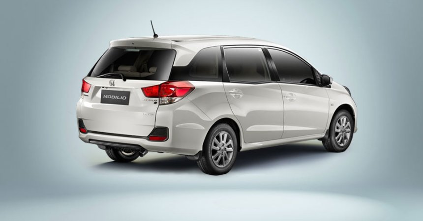 2014 Honda Mobilio rear three quarters