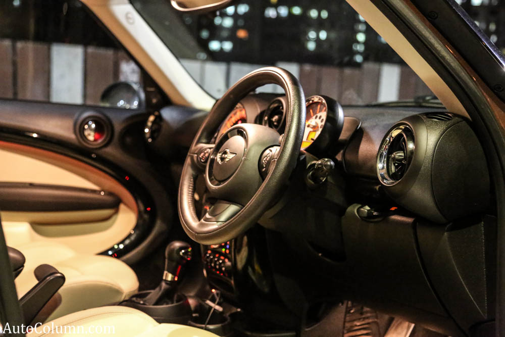 Mini-Cooper-D-Countryman-steering-wheel