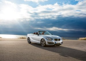 2015 BMW 2 Series Convertible front three quarters
