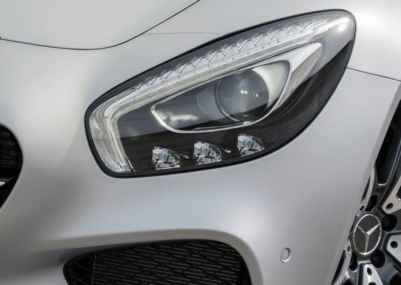 Mercedes-Benz-AMG_GT_2016_headlamps