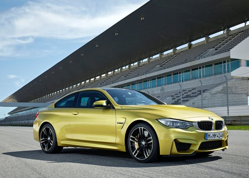 2015 BMW M4 coupe front three quarters