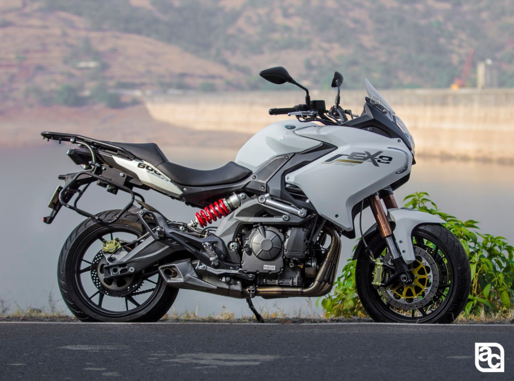 2015 Benelli TNT 600 GT side profile
