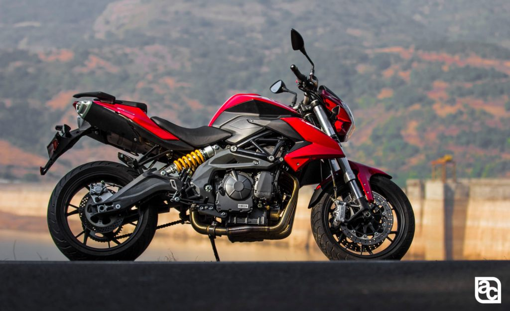 2015 DSK Benelli 600i side view