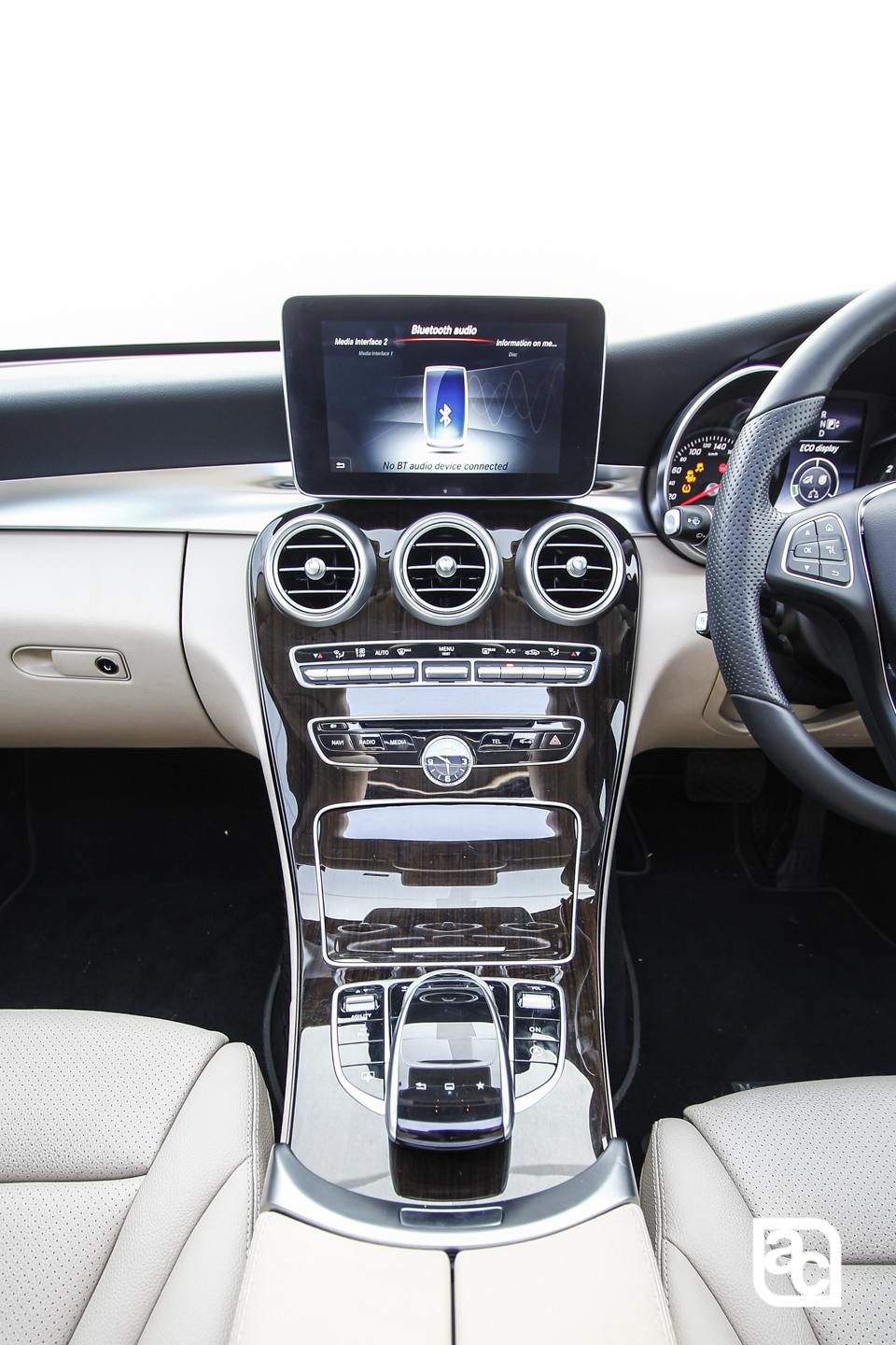 2015-Mercedes-Benz-Daimler-W205-c200-Front-rear-side-interior-250