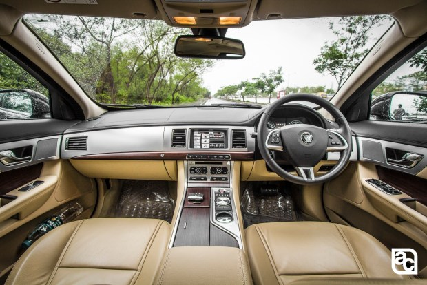 2015-Jaguar-JLR-XF-2.0-Front-rear-side-interior-4206