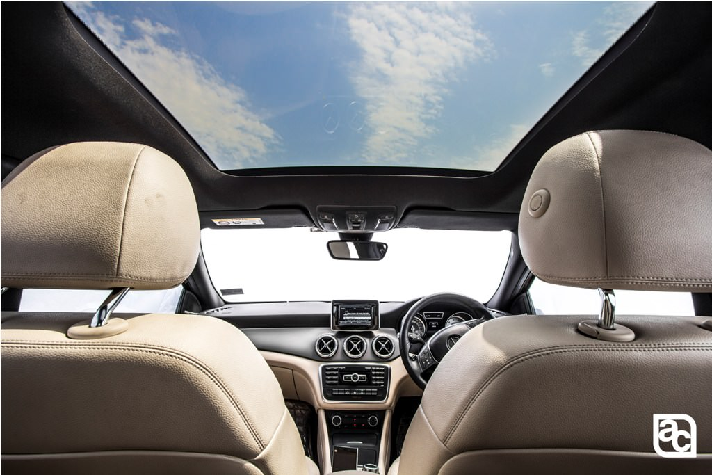 2016-Mercedes-Benz-GLA-sunroof-view