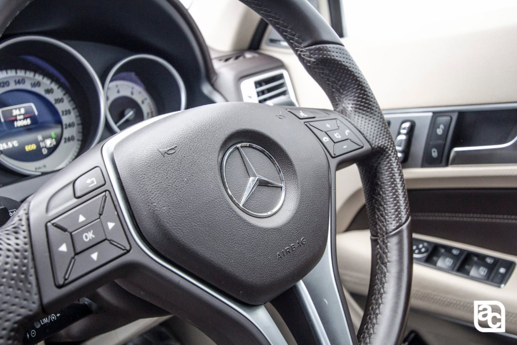 2015 Mercedes Benz E400 Steering mounted controls