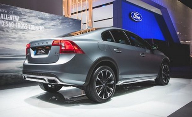 2015-Volvo-S60-Cross-Country_1